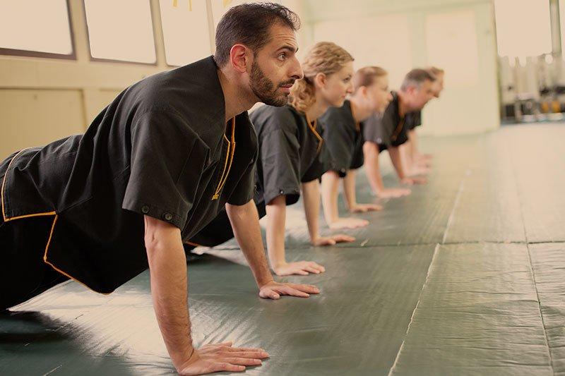 Selbstverteidigung - Aufwärmen, Fitness