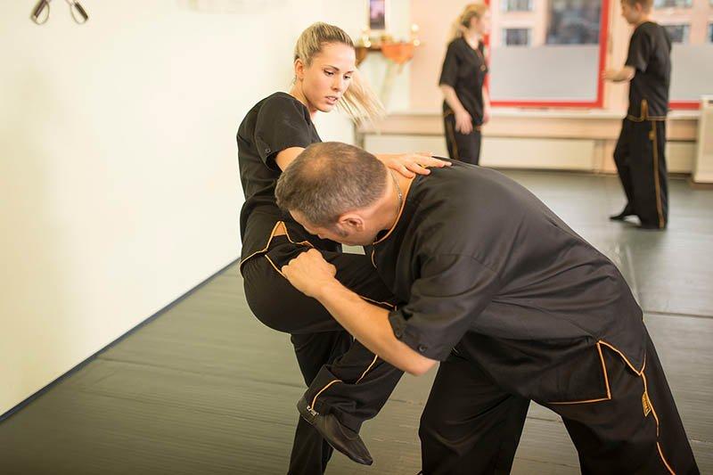 Selbstverteidigung - Wing Chun - Kniestich