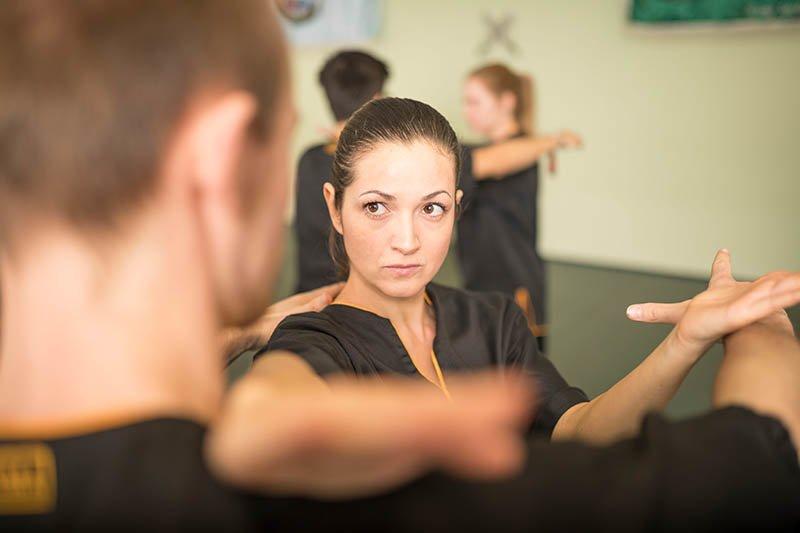 Wing Chun - Handkantenschlag in den Hals
